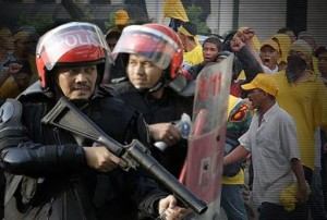 http://abushahid.files.wordpress.com/2011/07/polis-bersih.jpg?w=300